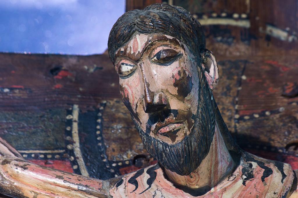 Detall del Crist de Sant Andreu de Salardú (Vall d'Aran), finals del s. XII (foto Ramon Oromí)