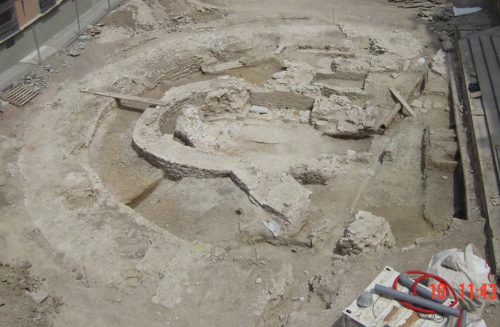 Excavacions de Santa Maria la Rodona de Vic l'any 2004