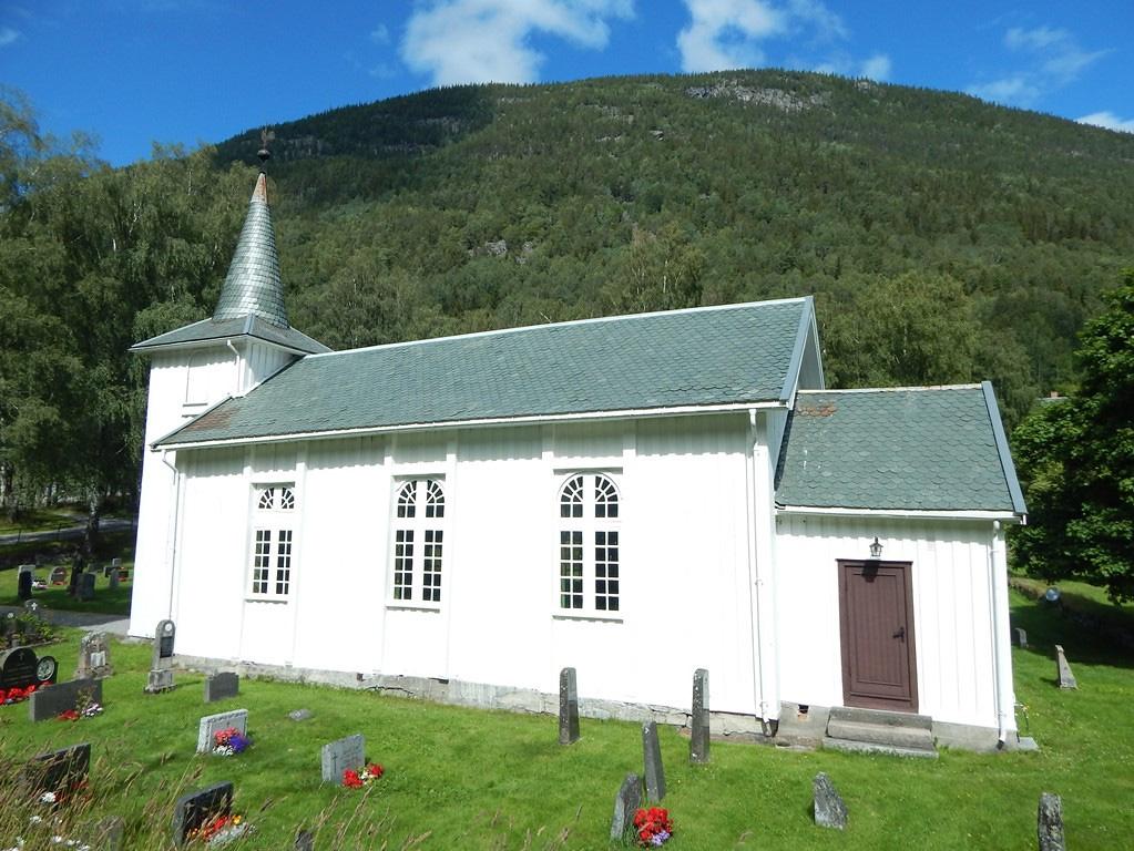 """L'església de Dal (Telemark, Noruega) va ser construïda el 1775 per substiuir una """"stavkirke"""" medieval, d'on segurament procedeixen la marededeu i el tabernacle de Dal"""