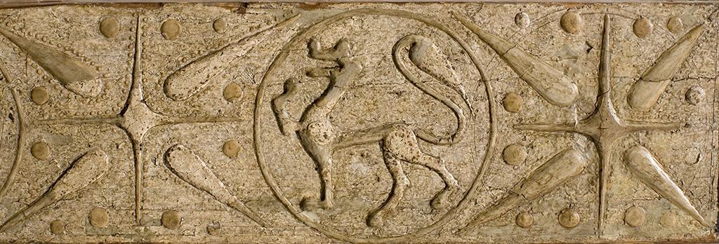 Detall sanefa del centre de la biga del baldaquí de Sant Martí de Tost. Tallers de la Seu d'Urgell, vers 1220