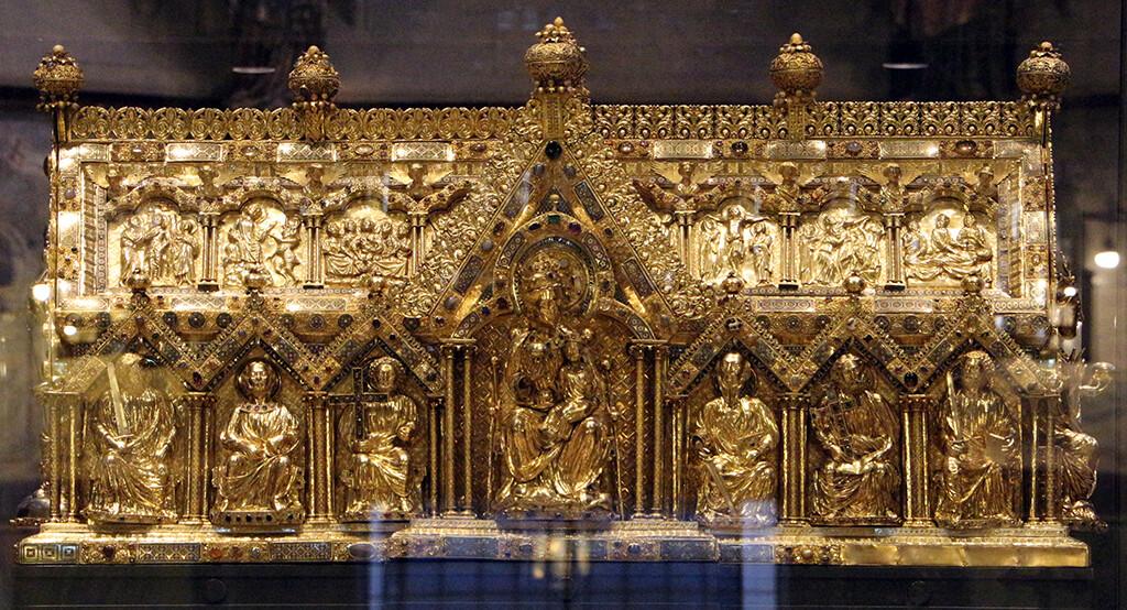 """""""Marienschrein"""" (reliquiari del mantell de la Mare de Déu) de la Catedral d'Aquisgrà, 1220-1239. (By Sailko - Own work, CC BY 3.0)"""